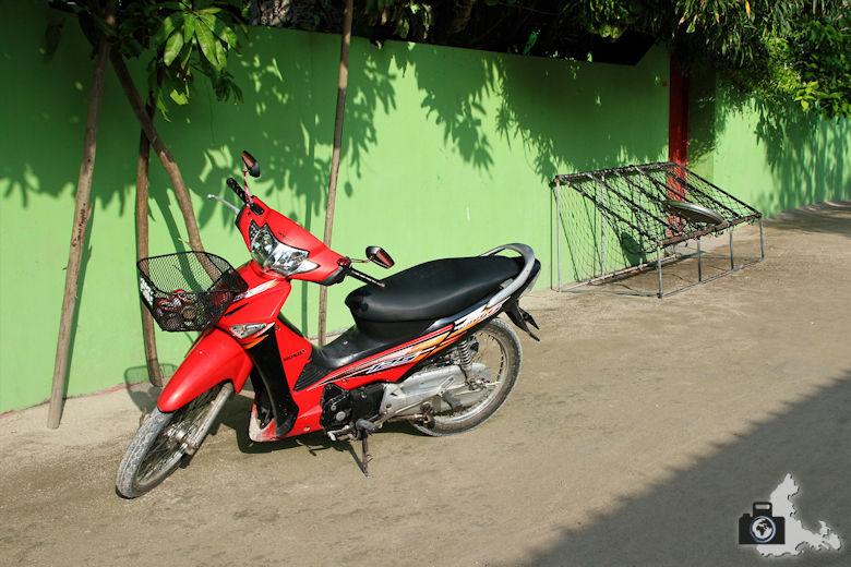 Ukulhas Malediven - Motorroller
