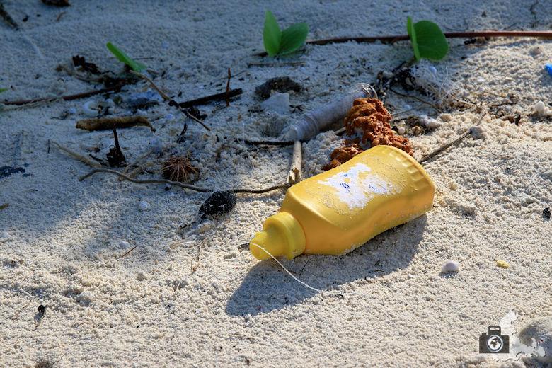 Plastik Müll am Strand von Ukulhas auf den Malediven