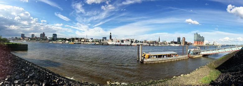 Panorama von Hamburg am Elbufer