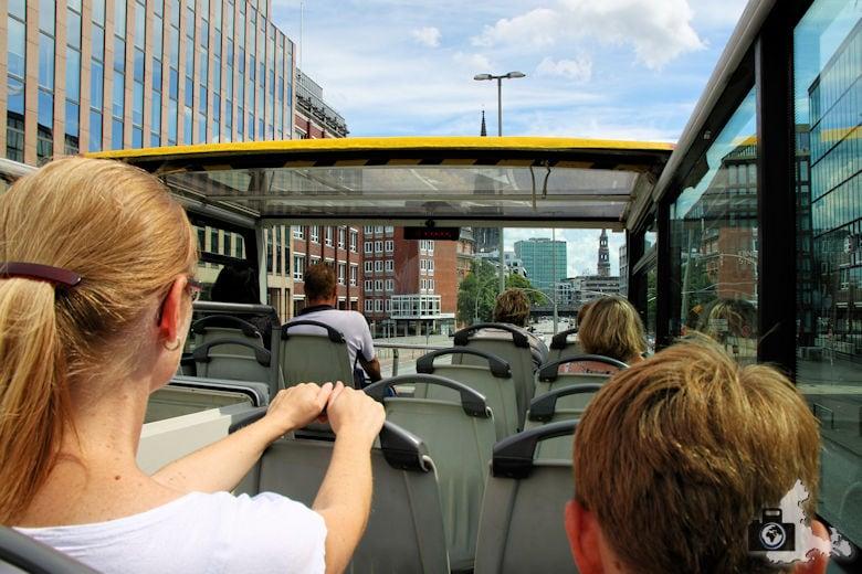 Auf Stadtrundfahrt mit dem Hop on Hop off Bus durch Hamburg