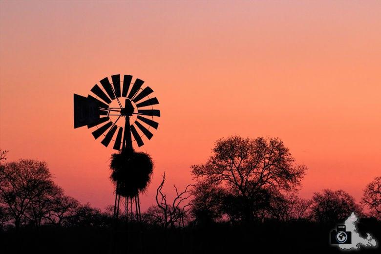 Safari Südafrika - Windrad im Sonnenuntergang