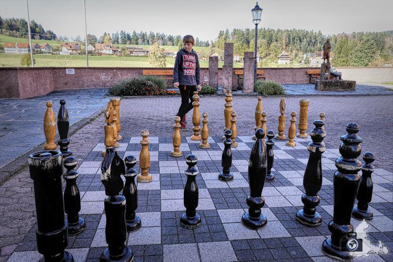 Schachspiel vor der Klosterkirche St. Peter