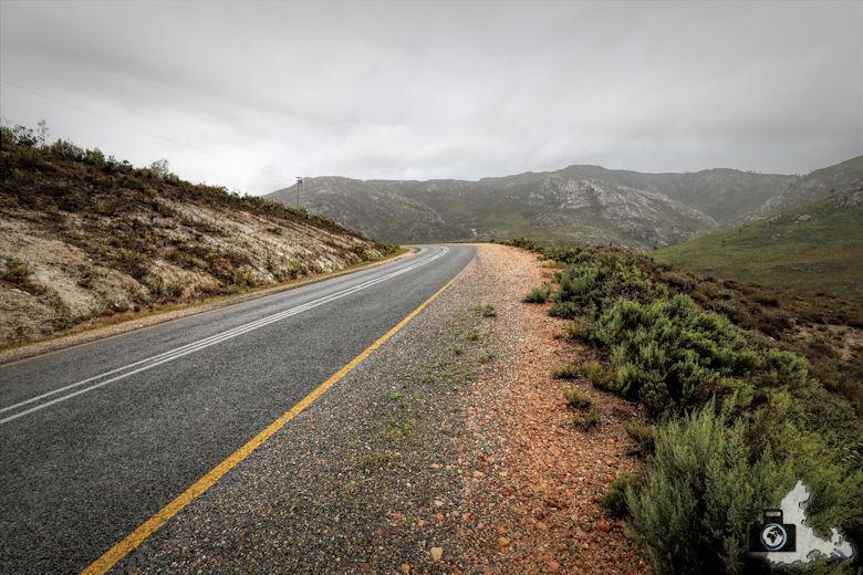 Fahrt im Regen durch die kleine Karoo in Südafrika