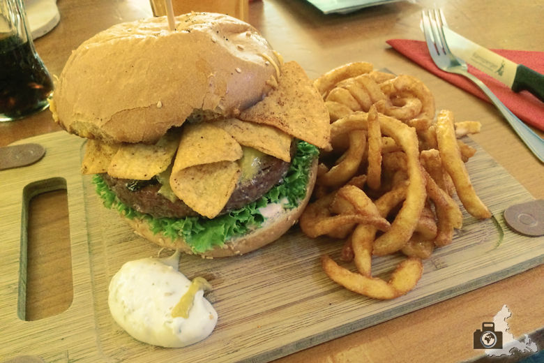 Maria Bar - Burger essen in Freiburg - Cancun Crunch