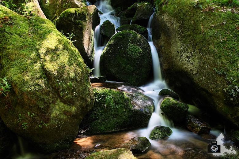 Fotografie Tipps - Landschaftsbild mit Wasserfall als Langzeitaufnahme