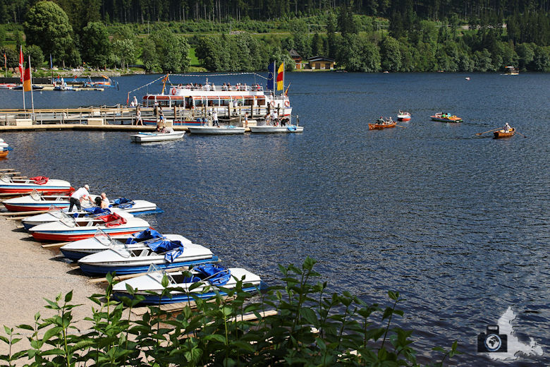 Sehenswürdigkeiten und Wissenswertes über Titisee-Neustadt im Schwarzwald - Boote am See