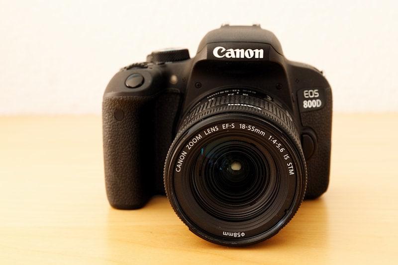 Canon EOS 800D - Vorderansicht