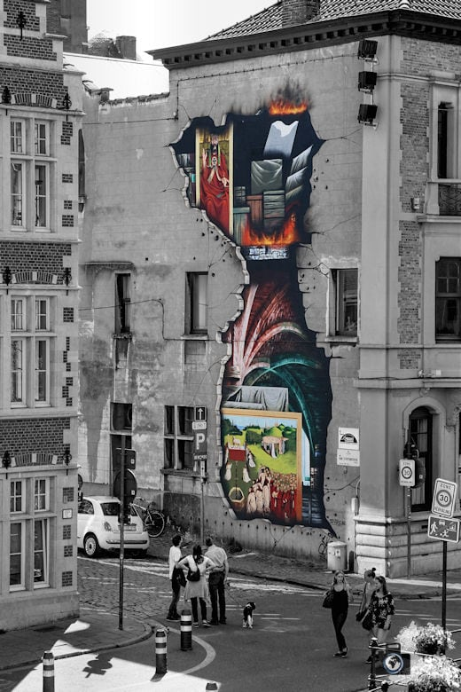 Street Art an Häuserfassade symbolisiert einstigen Brand