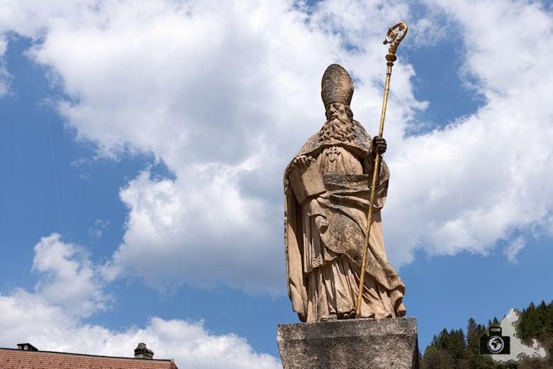 St. Blasien im Schwarzwald - Statue vor dem Dom