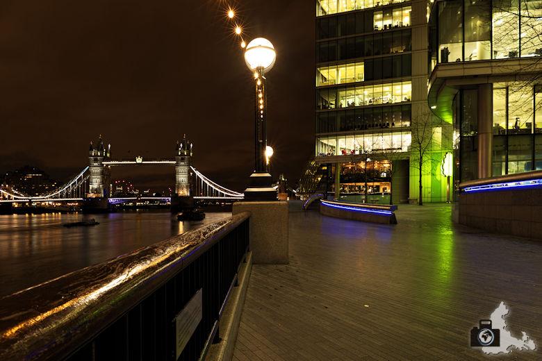 Fotowalk - London Nachtaufnahmen - Spazierweg Richtung London Bridge