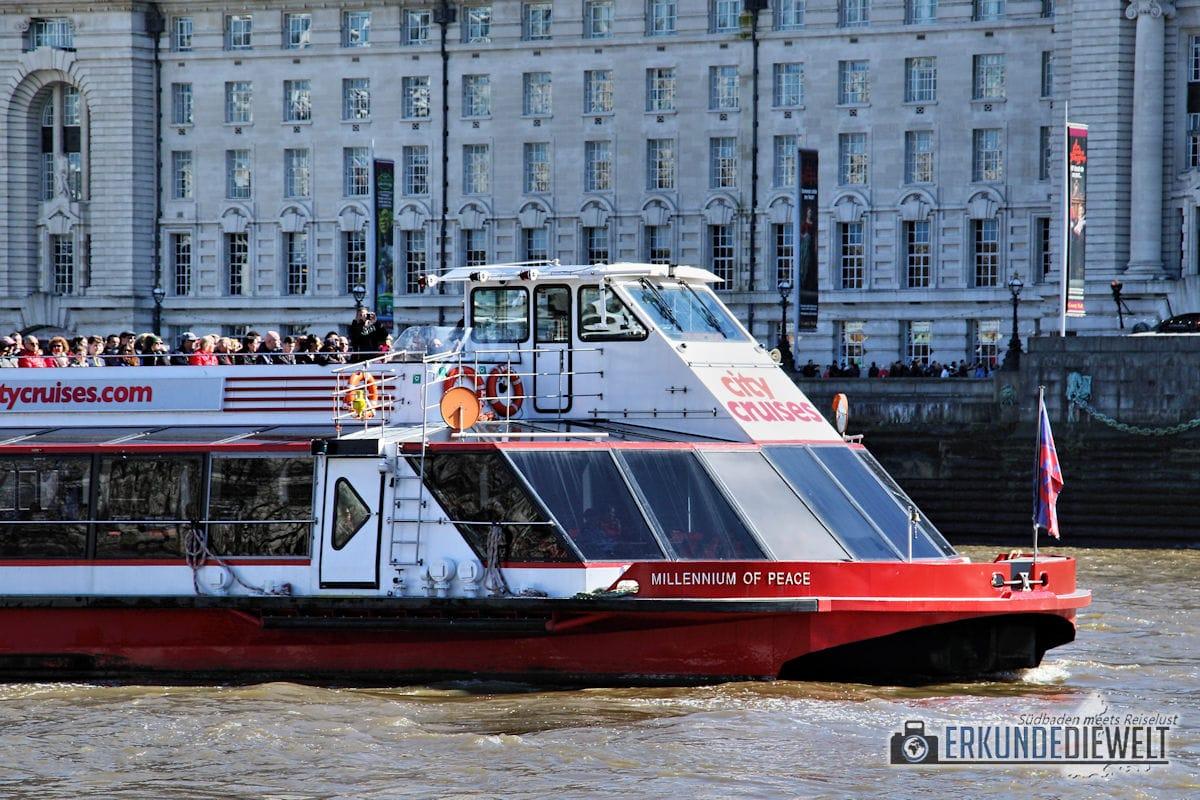 Ausflugsboot Themse, London