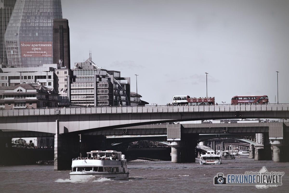 Unterwegs auf der Themse, London