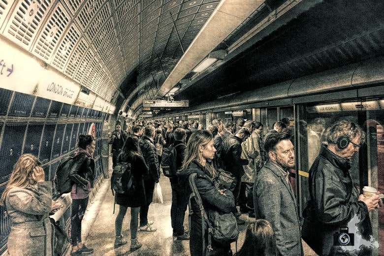 Überfüllte Metro zur Rushhour in London