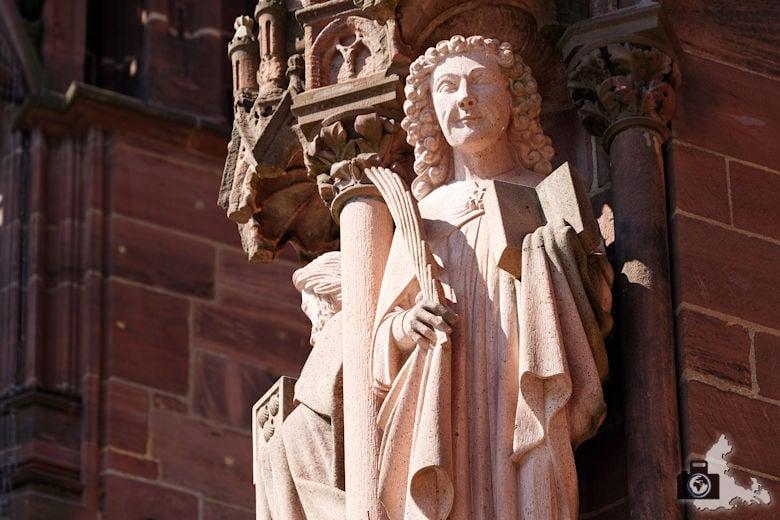 Freiburger Münster - Skulptur an der Außenfassade