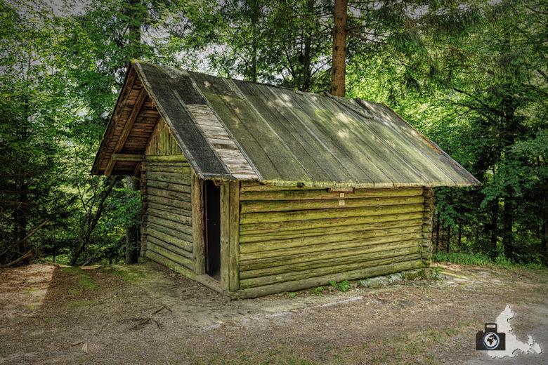 Sagenrundweg nahe den Allerheiligen Wasserfällen im Schwarzwald - Hütte