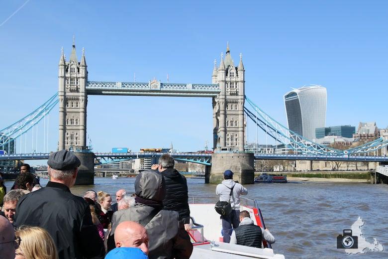 London Bootsfahrt auf der Themse - Tower Bridge