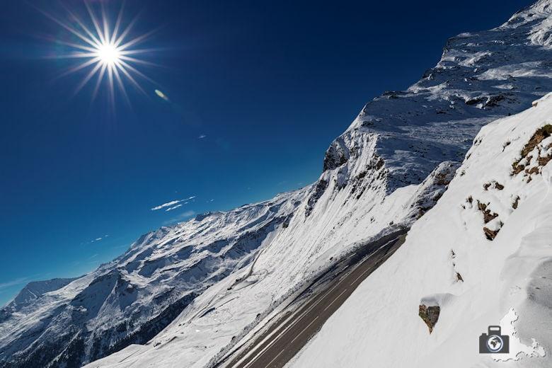 Landschaftsfotografie: Berglandschaften und Berge fotografieren - schneebedeckte Berge und blauer Himmel