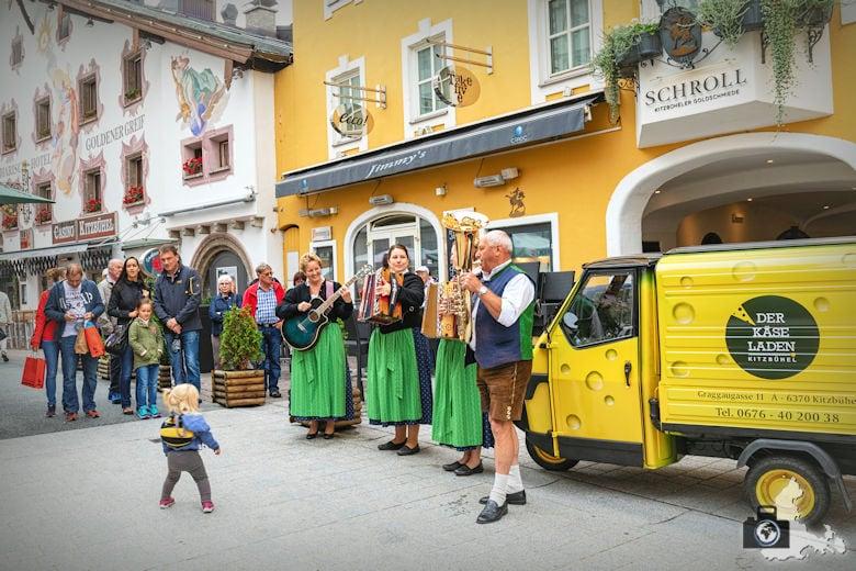 Stadtbummel in Kitzbühel, Österreich