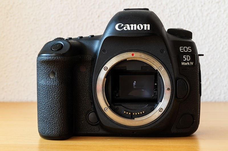 Canon EOS 5D Mark IV - Frontseite