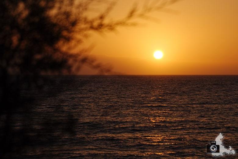 Tipps zum Fotografieren an Strand & Küste - Vordergrundobjekt im Sonnenuntergang
