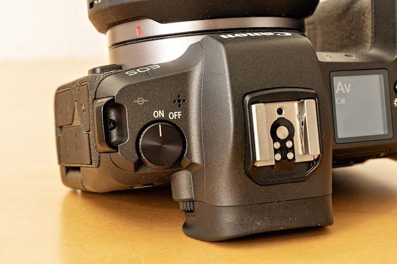 Canon EOS R Testbericht - Ein- und Ausschalter Oberseite