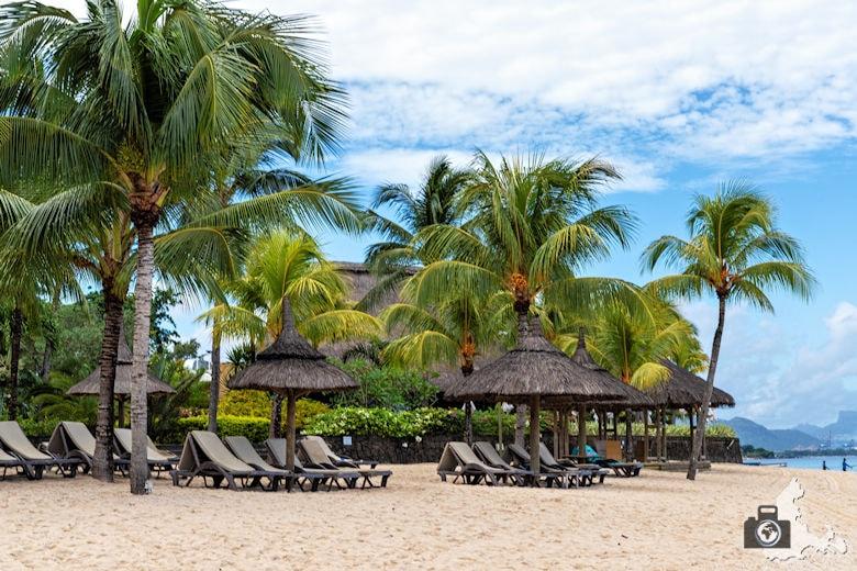 Liegen am Strand von Mauritius