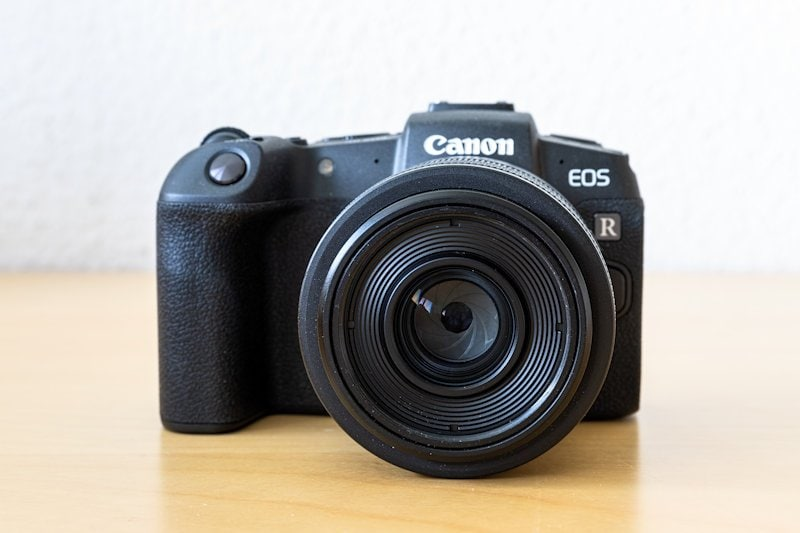 Canon EOS RP - Front