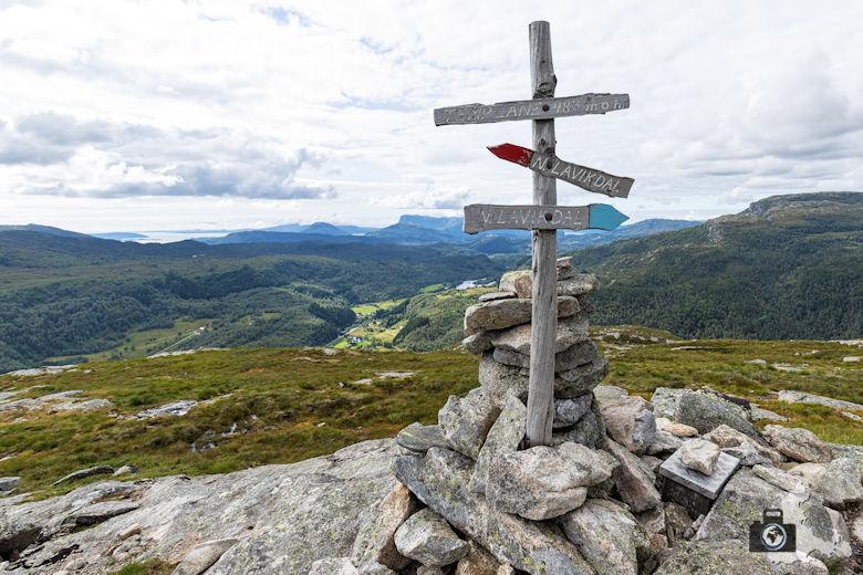 Wanderung auf den Berg Templane am Sognefjord bei Lavik