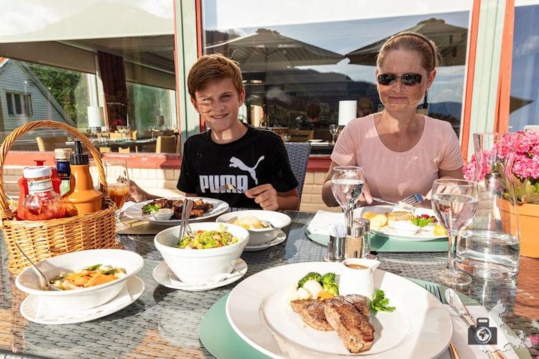 Lavik Fjord Hotell - Restaurant & Sonnenterrasse
