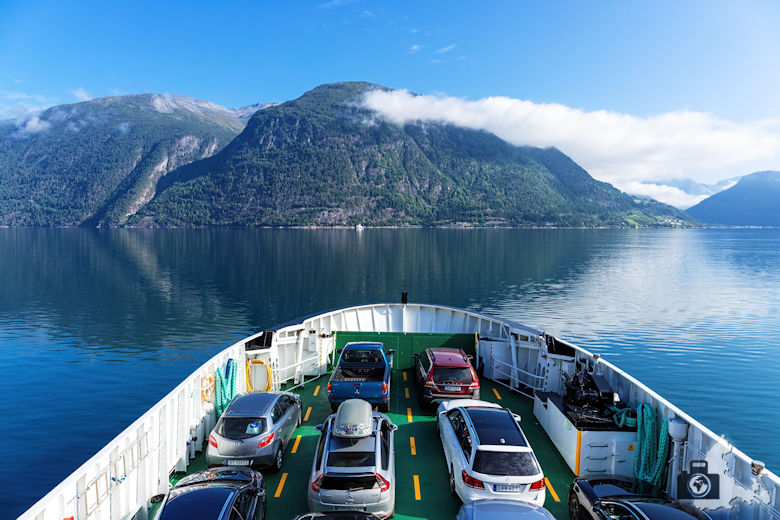 Fähre über den Fjord in Norwegen