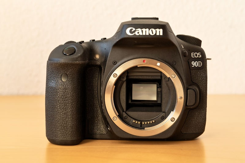 Canon EOS 90D - Frontansicht