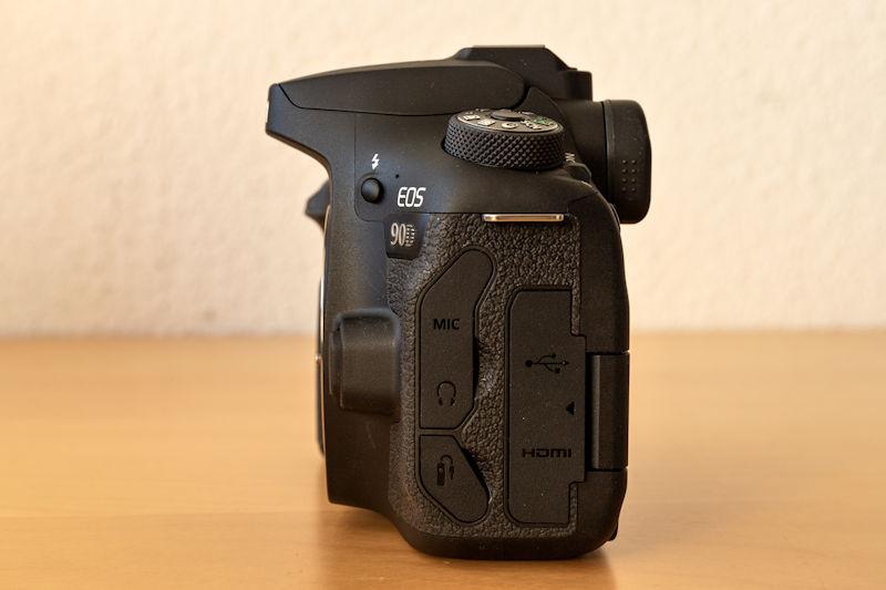 Canon EOS 90D - Seitenansicht