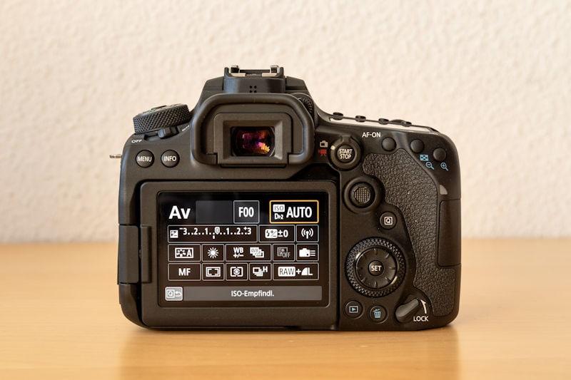Canon EOS 90D - Rückansicht