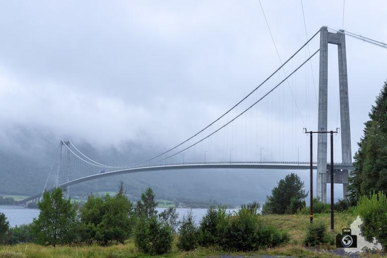 Norwegen im Regen - Brücke