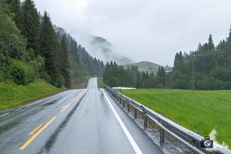 Norwegen im Regen - Autofahrt