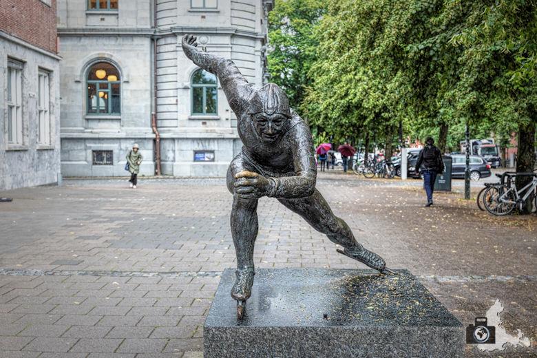 Norwegen im Regen - Statue