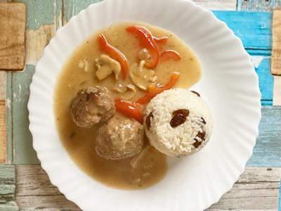 Rezept - Deutsche Küche - Frikadellen in Gemüse-Sahne-Sauce mit Rosinenreis